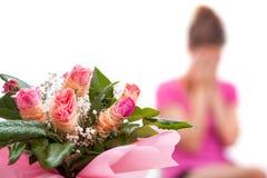 Nieszczęśliwa kobieta i róże fotografia royalty free