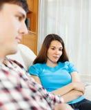 Nieszczęśliwa kobieta ma konflikt z mężczyzna Obraz Stock
