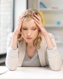 Nieszczęśliwa kobieta w biurze obraz royalty free
