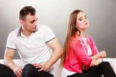 Nieszczęśliwa para no opowiada nieporozumienie Zdjęcia Royalty Free