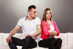 Nieszczęśliwa para no opowiada nieporozumienie Fotografia Royalty Free