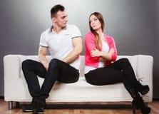 Nieszczęśliwa para no opowiada nieporozumienie Fotografia Stock