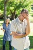 nieszczęśliwa para w parku Zdjęcia Royalty Free