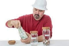 Nieszczęśliwy pracownik budowlany płaci podatki Fotografia Stock