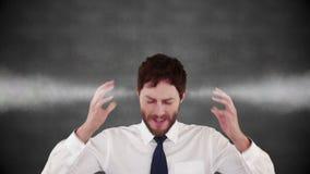 Nieszczęśliwy zaakcentowany biznesmen z gorącą głową zbiory wideo