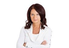 Nieszczęśliwy wzburzony poważny w średnim wieku kobieta bielu tło Obraz Stock