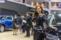 Niet geïdentificeerd model bij de 33ste Internationale Motor Exp van Thailand Stock Foto's