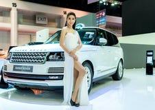 Niet geïdentificeerd Model met Range Rover Stock Afbeeldingen