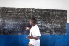 niet geïdentificeerde Afrikaanse leraar Stock Foto