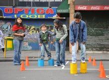 Niet geïdentificeerde kinderen op vakantie in de stad van La Paz Stock Afbeeldingen