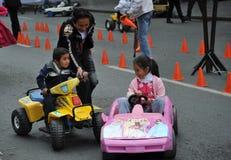 Niet geïdentificeerde kinderen op vakantie in de stad van La Paz Stock Fotografie