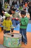 Niet geïdentificeerde kinderen op vakantie in de stad van La Paz Stock Afbeelding