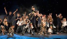 Niet geïdentificeerde kinderen van dansende groep Belka royalty-vrije stock afbeeldingen