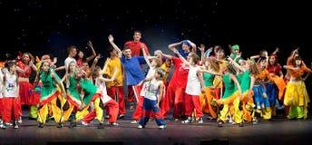 Niet geïdentificeerde kinderen van dansende groep Belka Royalty-vrije Stock Foto