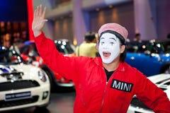 Niet geïdentificeerde mannelijke presentator bij Minicabine Stock Afbeeldingen