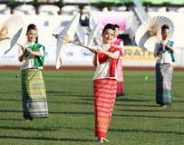 Niet geïdentificeerde mooi in Thaise zijde in de Universitaire Spelen van 40ste Thailand Royalty-vrije Stock Afbeeldingen