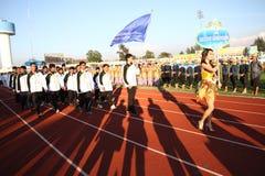 Niet geïdentificeerde mooie holding een teken van Universiteit de Noord- van Bangkok in de Universitaire Spelen van 40ste Thailand Royalty-vrije Stock Foto