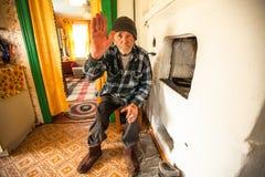 Niet geïdentificeerde oude mens Veps - kleine Finno-Ugric mensen die op grondgebied van het gebied van Leningrad in Rusland leven Royalty-vrije Stock Afbeelding