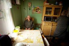 Niet geïdentificeerde oude mens Veps - kleine Finno-Ugric mensen die op grondgebied van het gebied van Leningrad in Rusland leven Stock Afbeelding