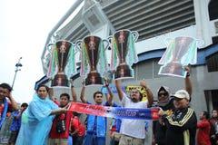 Niet geïdentificeerde Thaise voetbalventilators in actie Royalty-vrije Stock Fotografie