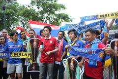 Niet geïdentificeerde Thaise voetbalventilators in actie Royalty-vrije Stock Foto