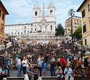 Niet geïdentificeerde toeristen dichtbij Spaanse ladder ROME - SEPTEMBER 2013 Stock Fotografie