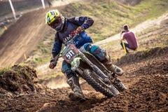 Niet gedefiniëerde ruiter op Pools Motocrosskampioenschap Stock Fotografie