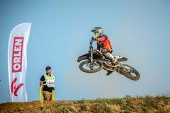 Niet gedefiniëerde ruiter op Pools Motocrosskampioenschap Stock Foto