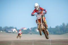 Niet gedefiniëerde ruiter op Pools Motocrosskampioenschap Royalty-vrije Stock Foto