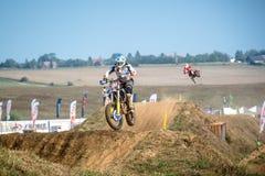 Niet gedefiniëerde ruiter op Pools Motocrosskampioenschap Stock Afbeeldingen