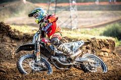 Niet gedefiniëerde ruiter op Pools Motocrosskampioenschap Stock Foto's