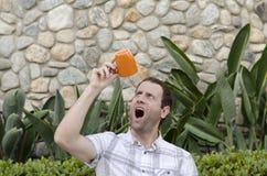 Niet meer Koffie De mens schokte hij dronk al zijn koffie! Stock Foto's