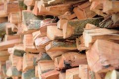 Nietje van biomassa, geschikt brandhout Stock Afbeeldingen