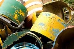 Nieużywani metali pojemnik na śmiecie wywalający Zdjęcie Royalty Free