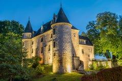Nieul slott på natten Arkivfoton