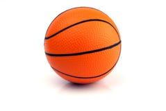 Nieuw Basketbal - dat op Wit wordt geïsoleerdf Stock Foto