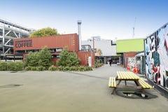 Nieuw begin of Re: BEGINwandelgalerij, het openlucht kleinhandels ruimte bestaan uit winkels en opslag in verschepende containers Stock Foto