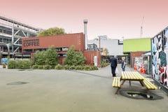 Nieuw begin of Re: BEGINwandelgalerij, het openlucht kleinhandels ruimte bestaan uit winkels en opslag in verschepende containers Stock Foto's