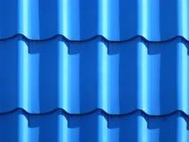Blauw dakwerk van metaalplaat Stock Fotografie