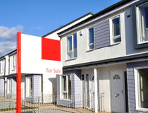 Nieuw bouw huizen voor verkoop stock foto afbeelding for Huizenverkoop site