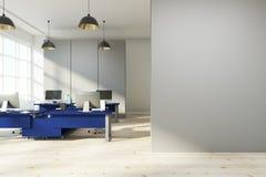 Nieuw bureau met exemplaarruimte Stock Foto