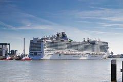 Nieuw cruiseschip dat Rotterdam, 21-2010 verlaat Juni Royalty-vrije Stock Fotografie