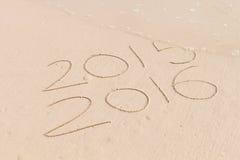Nieuw die jaar voor 2016 in zand wordt geschreven Royalty-vrije Stock Afbeeldingen