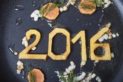 Nieuw die jaarsymbool op een pan wordt gebraden Royalty-vrije Stock Foto's