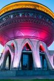 Nieuw die Paleishuwelijk in de avond in Kazan wordt verlicht royalty-vrije stock afbeelding