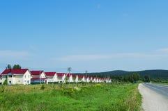 Nieuw dorp van gelijkaardige huizen Royalty-vrije Stock Afbeeldingen