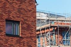 Nieuw familiehuis met bouwwerf Stock Afbeelding