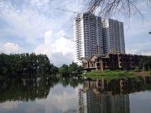 Nieuw flatgebouw in aanbouw Stock Foto's