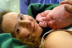 Nieuw - geboren babymeisje Stock Fotografie