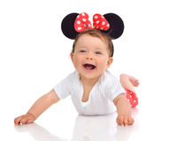 Nieuw - geboren de babymeisje van het Zuigelingskind in rode liggende gelukkige sm van de lichaamsdoek Royalty-vrije Stock Afbeeldingen